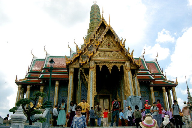 Wat Phra Kaeo: The temple of the Emerald Buddha  Explore ...
