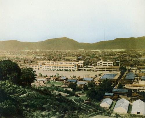 東中学の校舎遠景 1962年 by Poran111