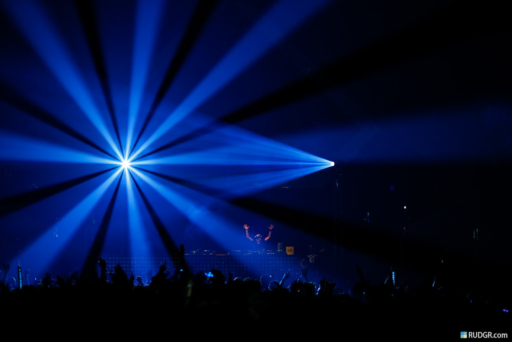Fantastic Dirty Dutch lightshow with Chuckie solo!