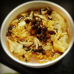 mi rebus(0.0), oyakodon(0.0), noodle(1.0), meal(1.0), noodle soup(1.0), char kway teow(1.0), food(1.0), dish(1.0), laksa(1.0), southeast asian food(1.0), cuisine(1.0),