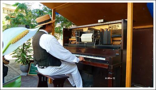 Pianola  (Mejor en grande) by Miguel Allué Aguilar