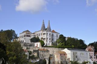 http://hojeconhecemos.blogspot.com/2012/11/palacio-nacional-sintra-portugal.html