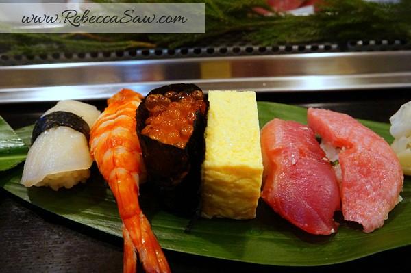tsukiji market sushi - rebecca saw