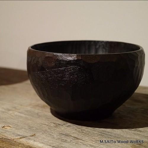 木の器の表面に和紙で補強をいれる場合もあります。