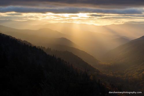 sun mountains clouds sunrise unitedstates northcarolina sunrays smokymountains greatsmokymountains appalachianmountains brysoncity greatsmokymountainsnationalpark greatsmokies