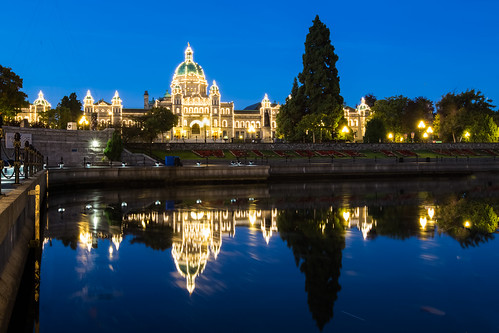 travel canada reflection building architecture night sunrise canon dawn downtown cityscape bc nopeople victoria clear bluehour 維多利亞 加拿大 parliamentbuilding 1635mm digitalcameraclub canoneos5dmarkiii canon5dmarkiii