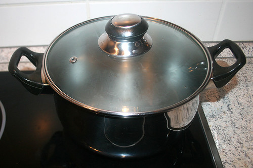 33 - Spaghetti al tonno - Spaghettiwasser aufsetzen / Heat up water for spaghetti