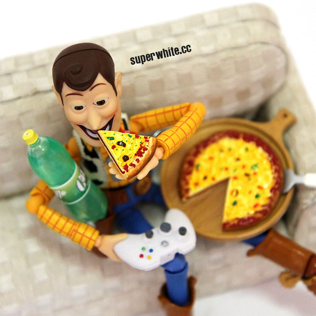 While gaming Woody ordered a pizza for dinner, the life of a hardcore gamer