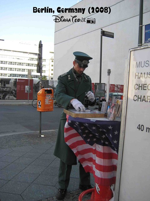 Berlin Checkpoint Charlie 03