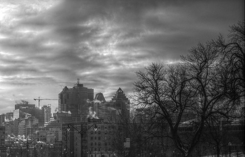 winter sky urban bw cloud canada building weather architecture clouds grey construction downtown day pentax cloudy crane montreal hdr tonemapping k5ii