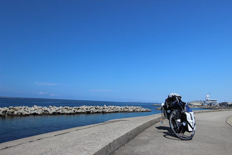 海沿いの道で富山へ 自転車