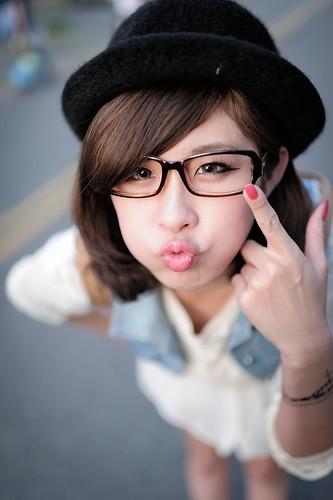 [フリー画像素材] 人物, 女性 - アジア, 眼鏡・メガネ, 帽子 ID:201210211400