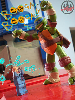 "LEGO Teenage Mutant Ninja Turtles ::  Exclusive NYCC LEGO Kraang ""Battle Damage Suit"" Minifigure  xxiii / ..with NICK TMNT LEONARDO figure  (( 2012 ))"