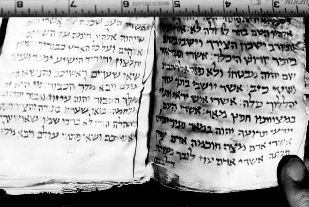 Scrolls from Afghan Geniza