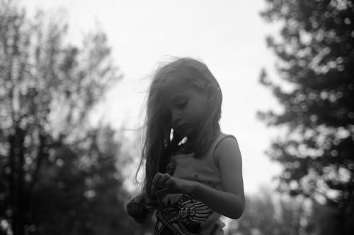 [フリー画像素材] 人物, 子供 - 女の子, モノクロ, アメリカ人, 落ち込む・憂鬱 ID:201210300800