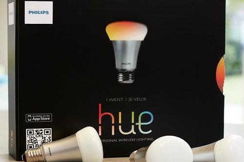 Apple будет продавать меняющую цвет LED-лампу Philips Hue