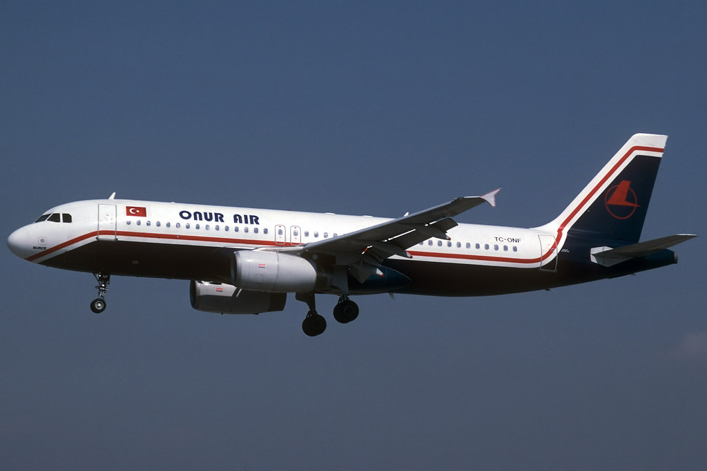 Onur Air A320-231 TC-ONF BCN 31/03/1997