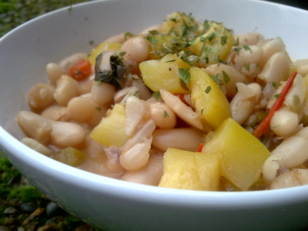 This is a picture of Lablascovegmenu's Flickr that shows a bowl of Tomato, zucchini, white bean and basil soup