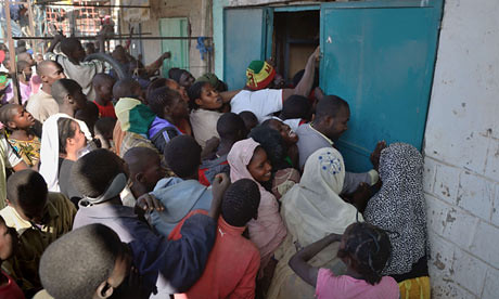 Looters crowd to get into a shop in Timbuktu. With the intervention of France, tensions are boiling over in the city. by Pan-African News Wire File Photos