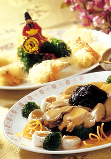 From 8 January until 24 February 2013, enjoy five set courses of must-have dishes for the Chinese New Year at Shang Palace, Shangri-La Hotel, Kuala Lumpur.