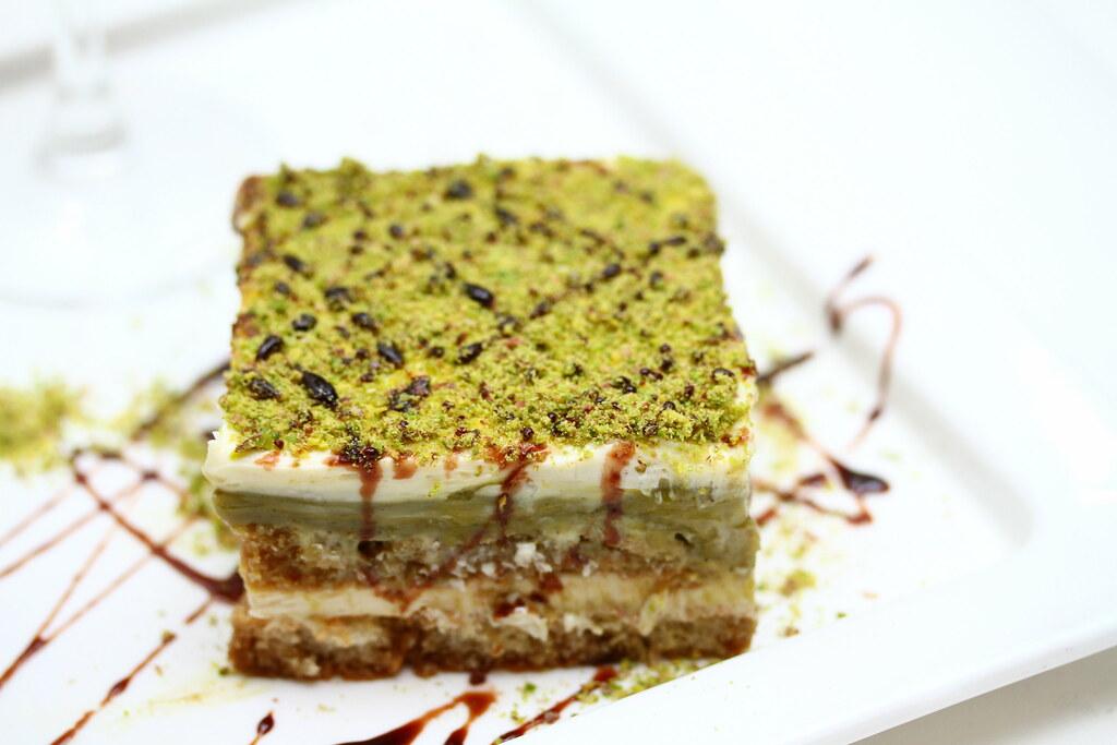 Etna Italian Restaurant & Pizzeria: Tiramisu with pistachio cream