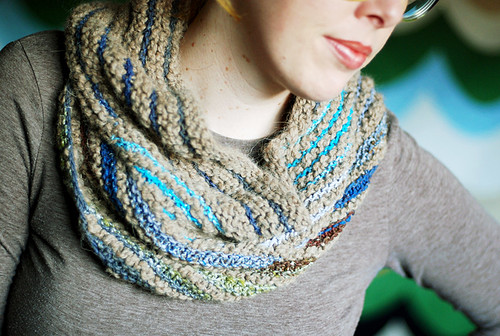 self-striping stripey cowl