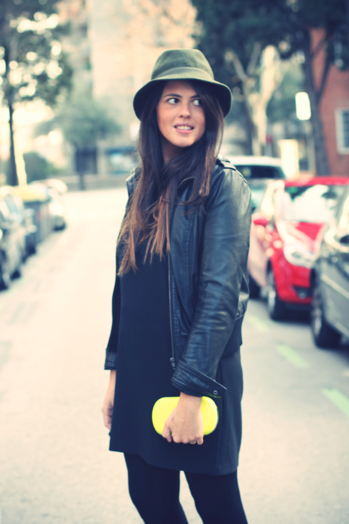 Look total black + yellow
