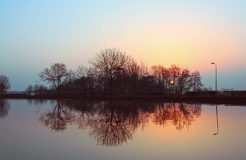 sky sun holland reflection nature water netherlands sunrise canon landscape eos spring day colours nederland april lente zon landschap leidschendam vliet reflectie zonsopkomst leidschendamvoorburg flickrhivemindgroup