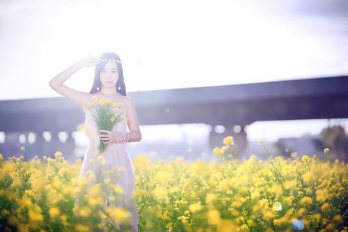 [フリー画像素材] 人物, 女性 - アジア, 台湾人, 人物 - 花・植物, ワンピース・ドレス, 菜の花・アブラナ ID:201302192200