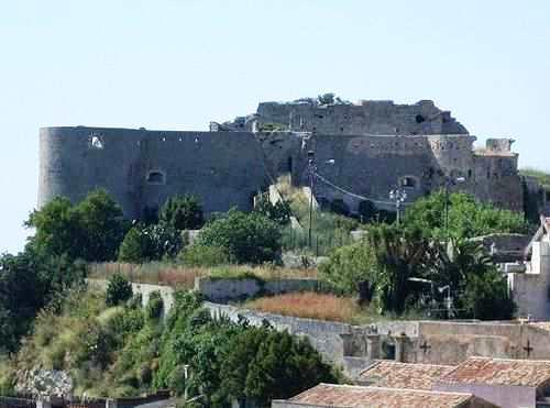 Castello di Venetico- Foto tratta dal sito http://it.wikipedia.org/wiki/Venetico