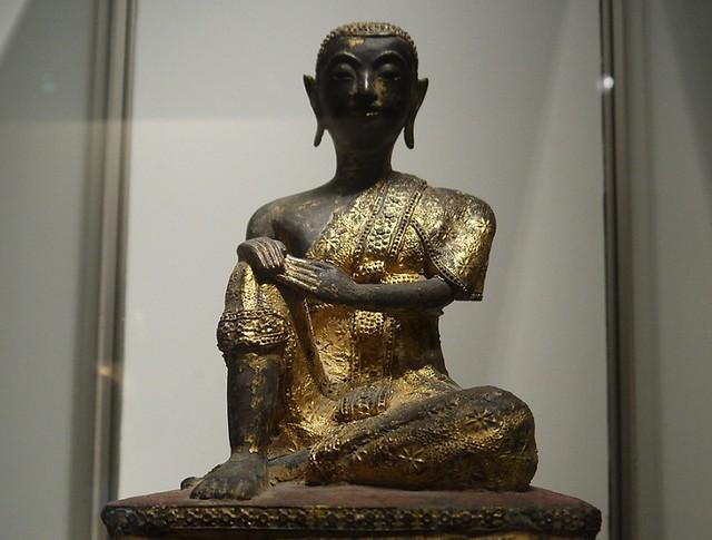 03 十五世纪的泰国僧侣像,上漆镀金铜像