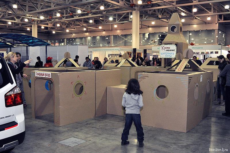 Cardboard spaceport_002