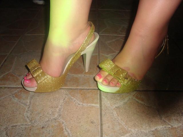 Melissa do dia: Sky glitter dourada