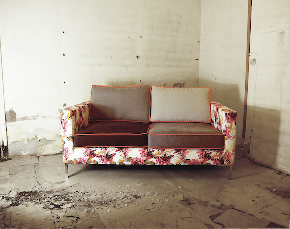 Trend: Contrast Custom Sofas & Chairs