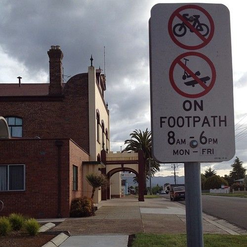 No bikes on footpath from 8am - 6pm in Sheffield. Can cut loose anytime on weekends. #tasmania