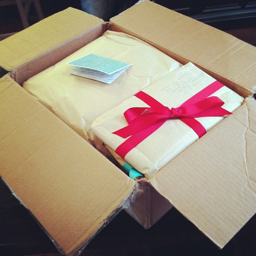 Eeep!!!   A HUGE box just arrived with pillow for the pillow talk swap.