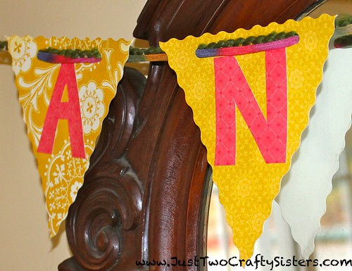 Making a paper thankful banner