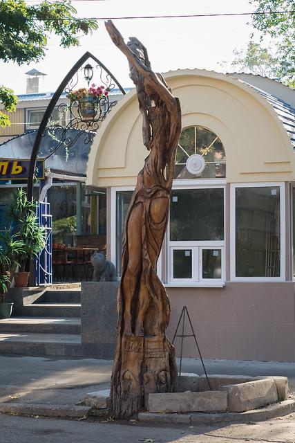 Деревянные скульптуры в Симферополе - Ассоль