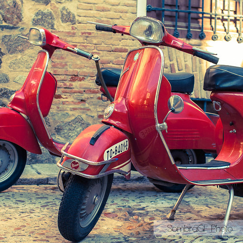 Vespa in red by SombraGF