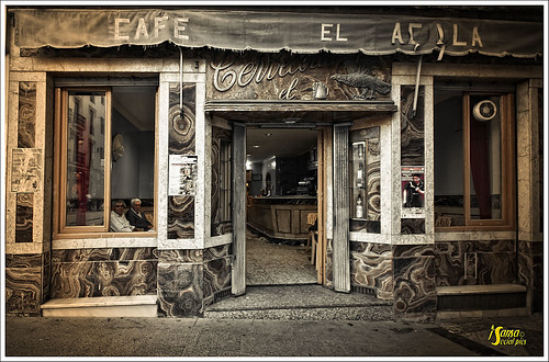 Cafe el Aguila con observadores by Sansa - Factor Humano