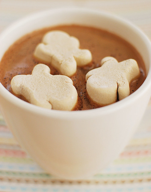 Gingerbread Hot Chocolate - delicious homemade hot chocolate with classic gingerbread spices! Top with gingerbread man marshmallows for the cutest winter treat!