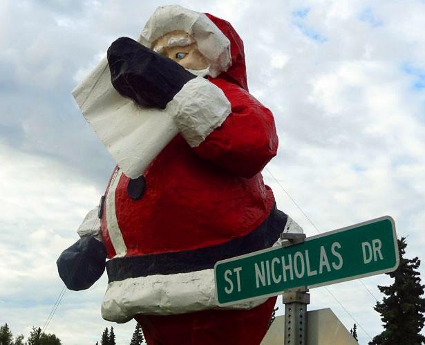 Santa-fiberglass-statue