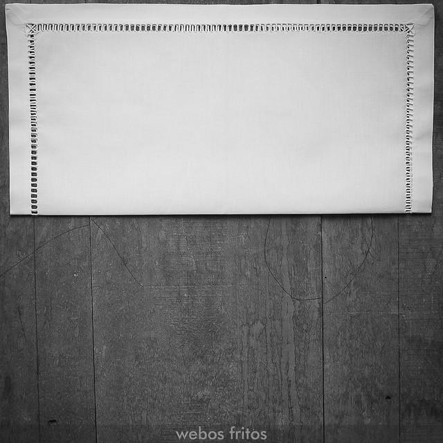 Cómo presentar los cubiertos con una servilleta - Paso 2