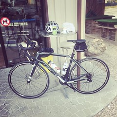 Mid-ride refueling. #velo #cycling #luberon #wilier
