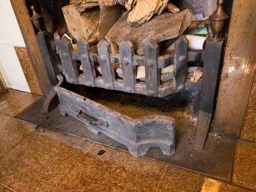 暖炉内部 底部