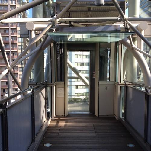 愛宕山エレベーター出口 by haruhiko_iyota