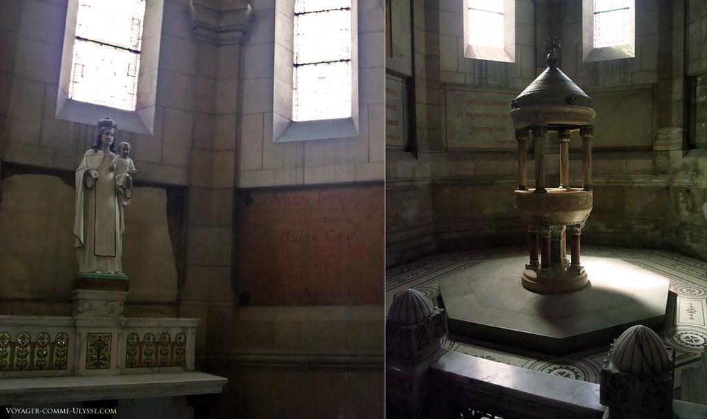 A gauche, la chapelle des défunts à droite, le baptistère.