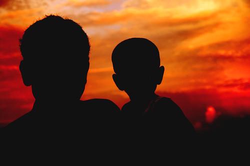 [フリー画像素材] 人物, 朝焼け・夕焼け, 家族・親子, 人物 - 二人, シルエット ID:201211161800