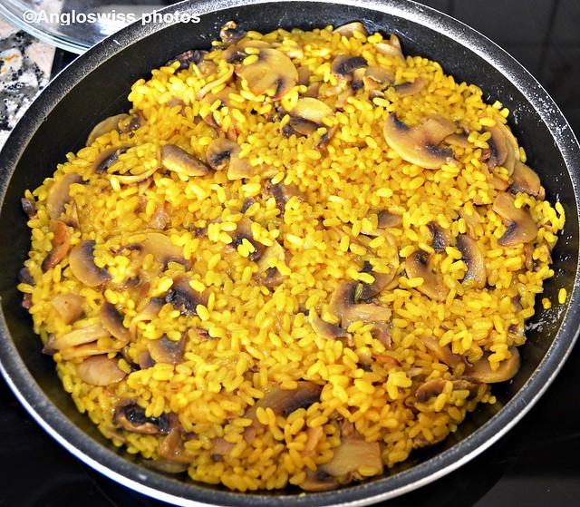 Safran rice and mushrooms