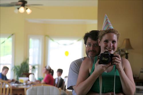 Alli Worthington y su esposo sonriendo